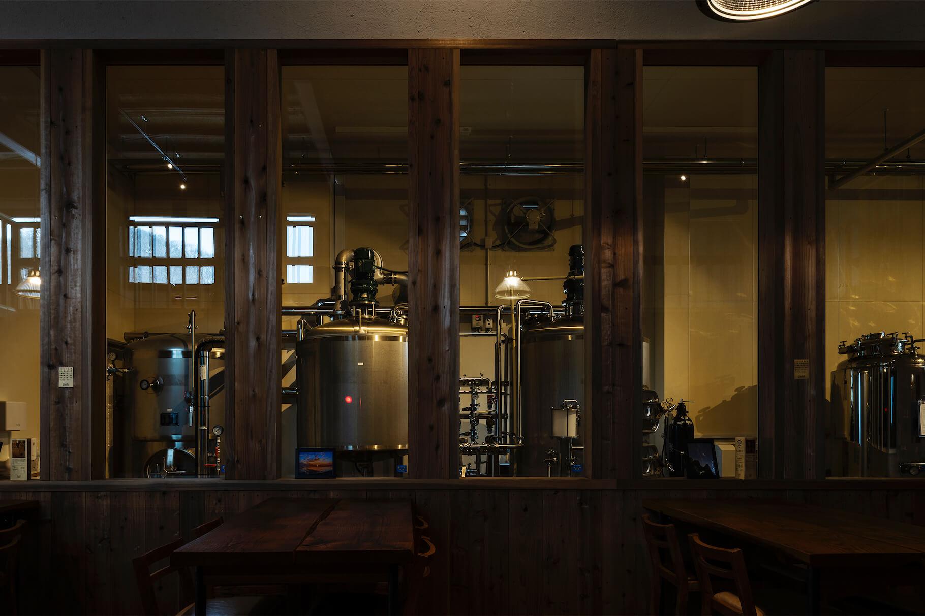 写真:ホールからブリュワリーを見る