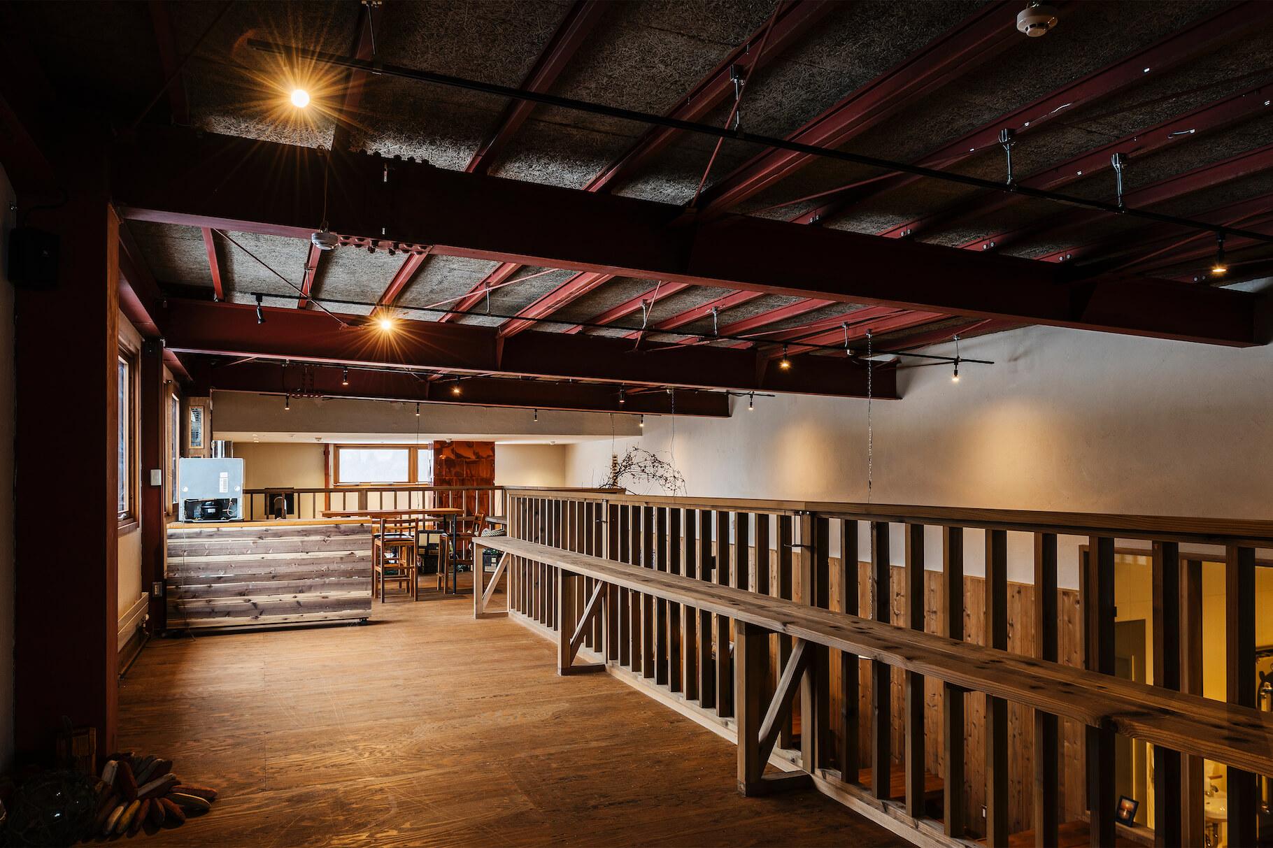 写真:3階鉄骨倉庫の構造現し