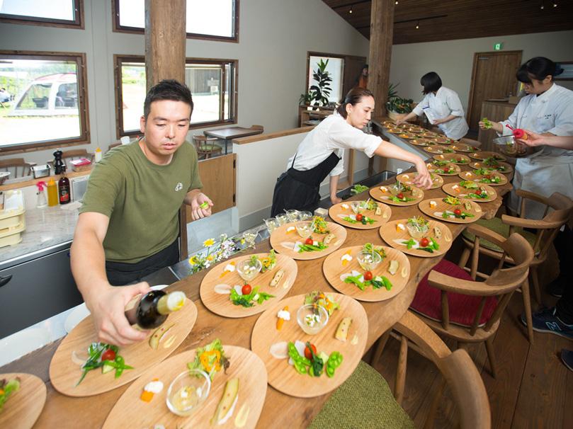 写真:イベントに向けての料理の様子