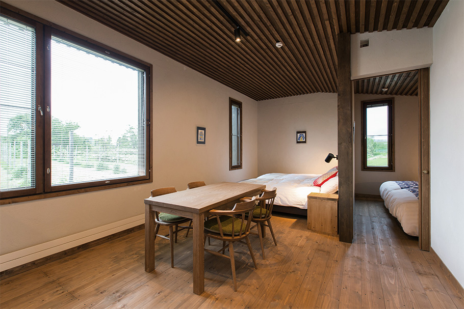 写真:宿泊棟は私たちが手掛けている住宅の基準そのままの断熱・換気仕様となっている