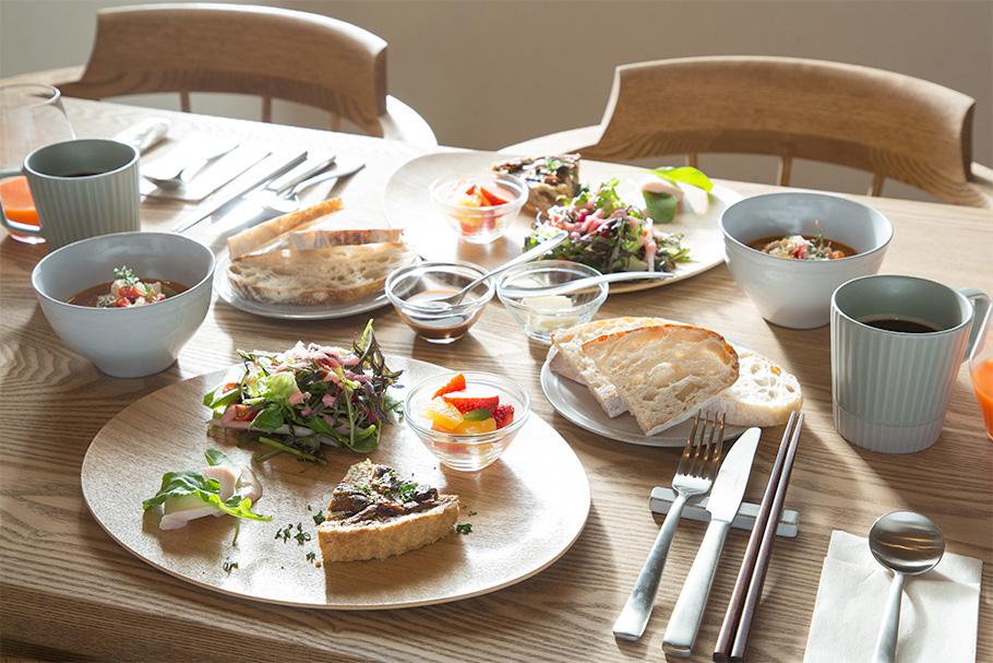 写真:レストランで提供されるコース料理