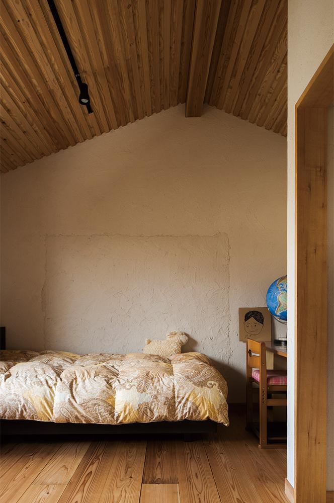 写真:Kさんの娘さんの部屋。家族で一部を塗った壁はいい思い出に